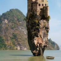 immagini-paesaggi-sfondi-castello-roccia